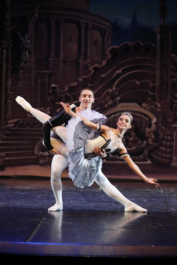 Danza classica centro danza riccione for Immagini di ballerine di danza moderna